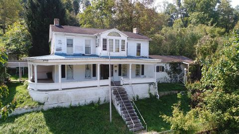 Photo of 72 S Stonewall St, Sutton, WV 26601