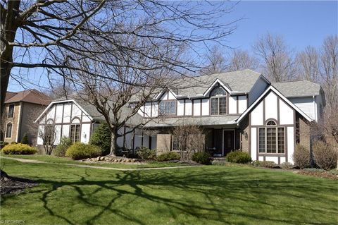340 Countryside Dr, Broadview Heights, OH 44147