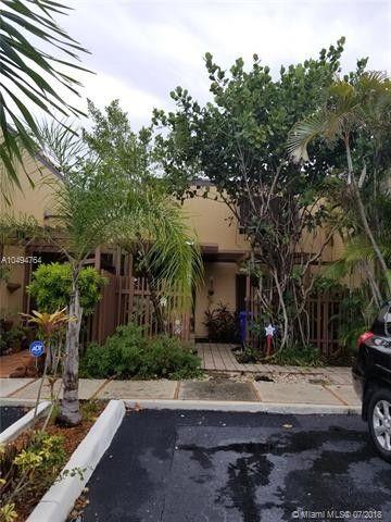 1390 W Golfview Dr, Pembroke Pines, FL 33026