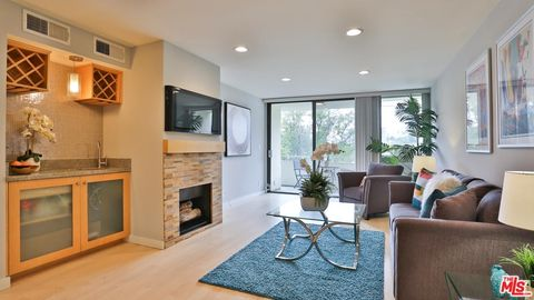 Photo of 1230 N Sweetzer Ave Apt 309, West Hollywood, CA 90069