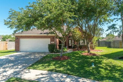 Photo of 2102 Kingfisher Ct, League City, TX 77573