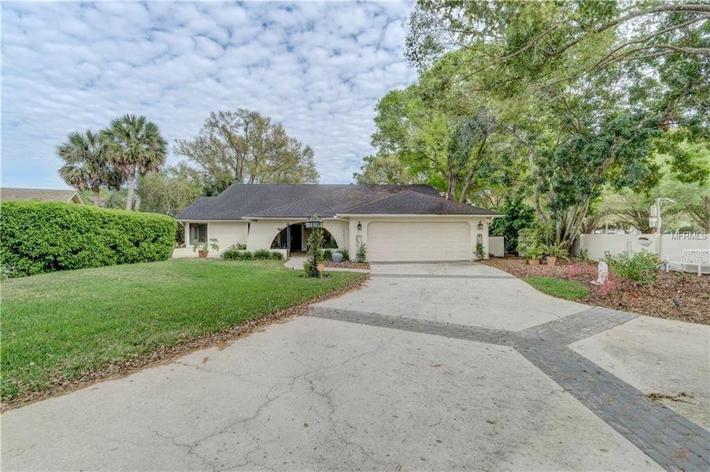 14601 Village Glen Cir, Tampa, FL 33618