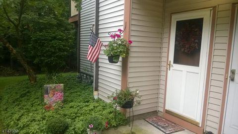 181 Woods Edge Dr, Succasunna, NJ 07876