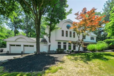 Photo of 25 Beaumont Dr, New City, NY 10956