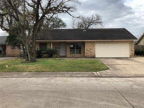 Photo of 310 Walnut St, Lake Jackson, TX 77566