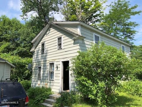 Photo of 25 Sandisfield Rd, Sandisfield, MA 01255