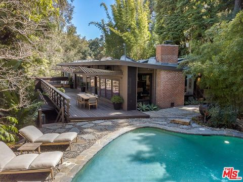 Photo of 3574 Multiview Dr, Los Angeles, CA 90068