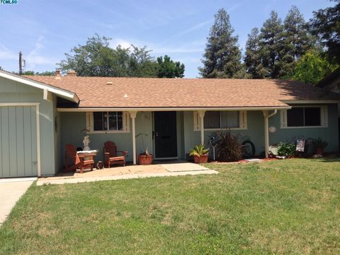 711 Westwood Dr, Exeter, CA 93221