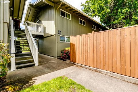 Photo of 2062 W 14th Pl, Eugene, OR 97402