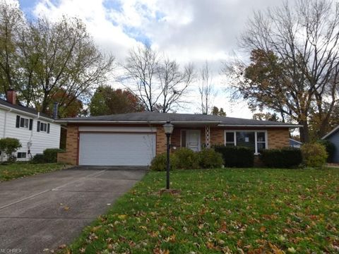 26571 Redwood Dr, Olmsted Falls, OH 44138