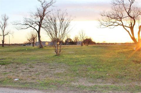 Photo of 592 Acres Ln, Sealy, TX 77474