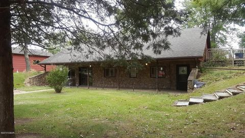 5358 Cross Church Rd, Pinckneyville, IL 62274