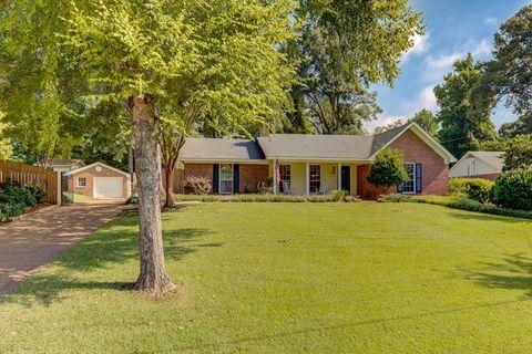 724 Lake Forest Dr, Vicksburg, MS 39183