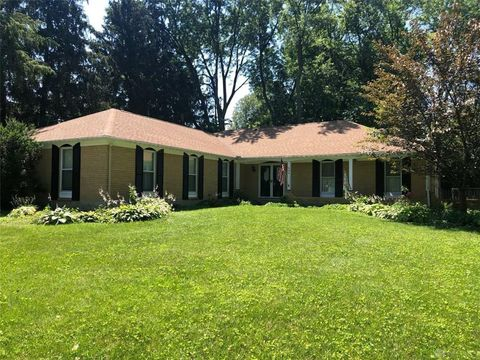 Photo of 906 Kings Row Ave, Dayton, OH 45429