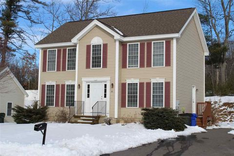 Photo of 35 Treetop Ln, Manchester, NH 03102