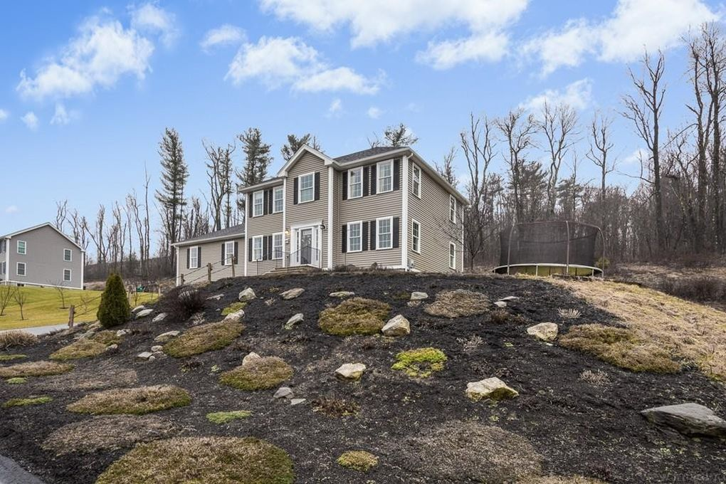 17 Grizzly Dr, Rutland, MA 01543