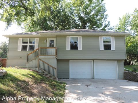 Photo of 938 E Market St, Warrensburg, MO 64093