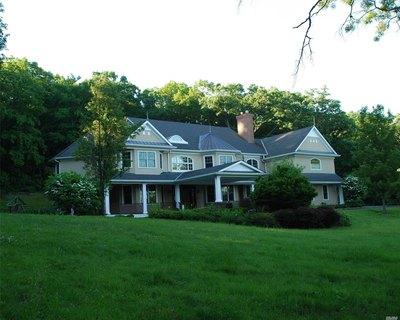 328 Mill Hill Rd, Mill Neck, NY, 11765; $1,995,000