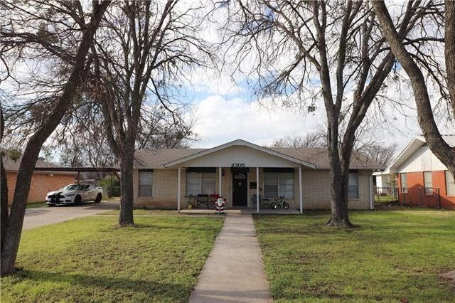 2305 Belmeade Ave, Brownwood, TX 76801 - realtor.com® on