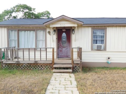 Photo of 310 E Curtis St, Dilley, TX 78017