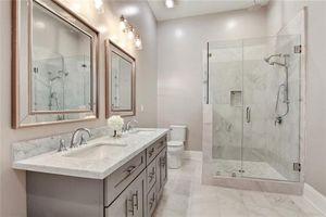 2932 Maurepas St New Orleans La 70119 Bathroom