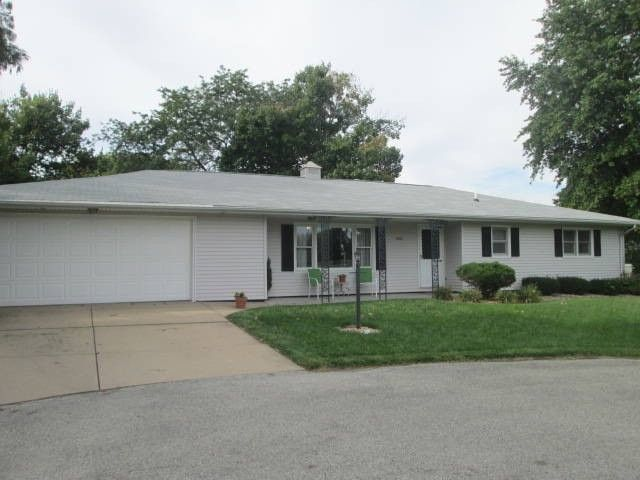 906 W Franklin Ave, Monmouth, IL 61462
