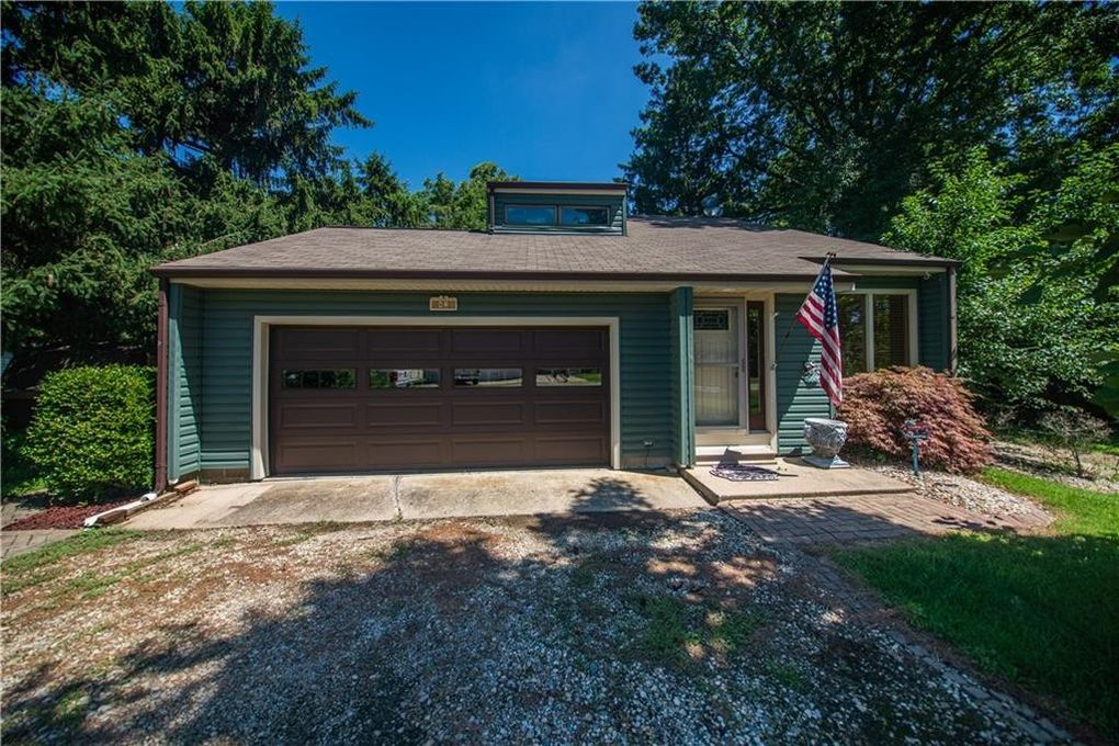82 Shorts Dr Neoga, IL 62447