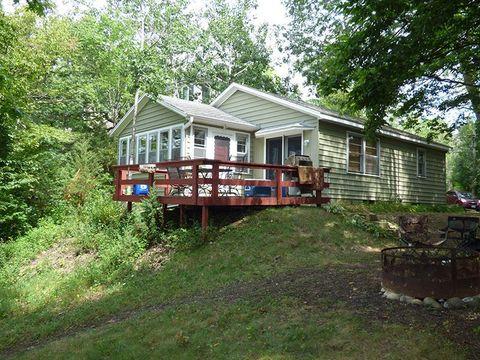 W329 N6449 Forest Dr, Hartland, WI 53029