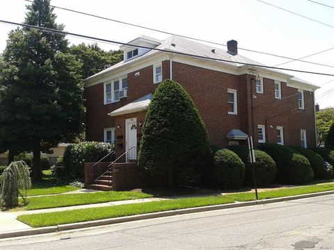 Photo of 100 Raymond St, Hicksville, NY 11801