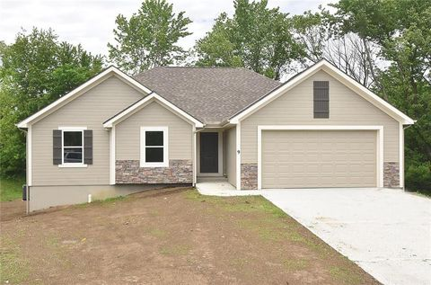 Photo of 9 Platte Ridge Ct, Edgerton, MO 64444
