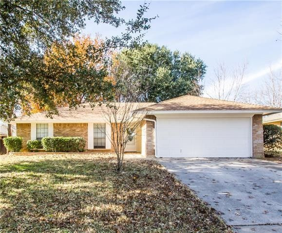 2405 Cranberry Ln, Euless, TX 76039
