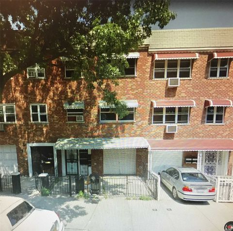 1346 Metcalf Ave Unit 2 Nd, NY 11702. Apartment For Rent