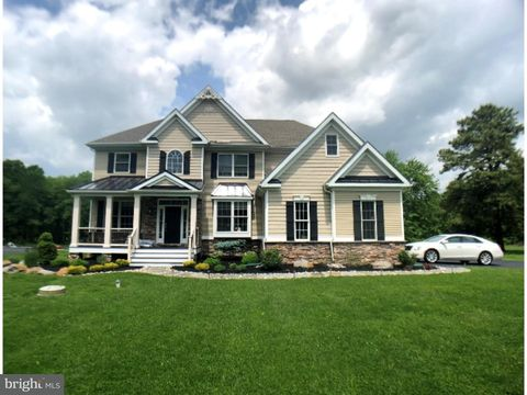 711 Featherbed Ln, Garnet Valley, PA 19060
