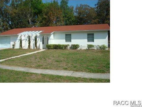 9081 N Golfview Dr, Citrus Springs, FL 34434