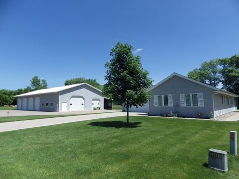 780 Riverbank Ln, Holdingford, MN 56340