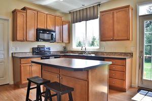 6611 Thistle Grv, Hamilton Township, OH 45152 - Kitchen