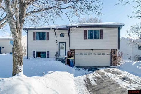 Photo of 1659 Valley View Dr, North Mankato, MN 56003