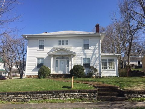 Photo of 109 W Mulberry St, Carlisle, KY 40311