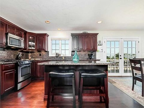 139 Cromwell Dr, Portsmouth, RI 02871
