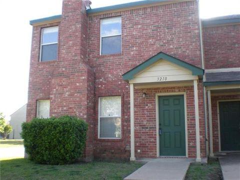 Photo of 3210 Roundtree Ln, Garland, TX 75044