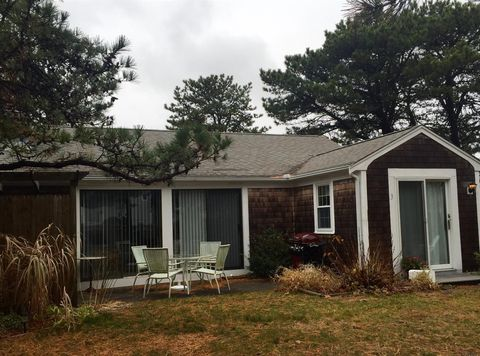 3 Sandpiper Ln, West Yarmouth, MA 02673