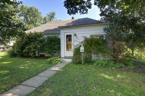 Photo Of 501 N Pearl St Le Roy Il 61752 House For