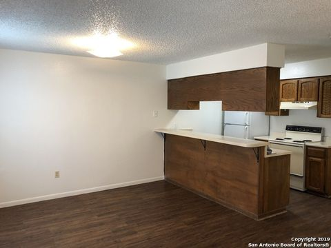 Photo of 550 Hospital Blvd Apt 5, Floresville, TX 78114
