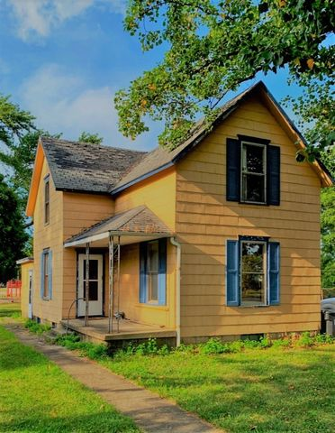 Photo of 203 E Main St, Fowler, IN 47944