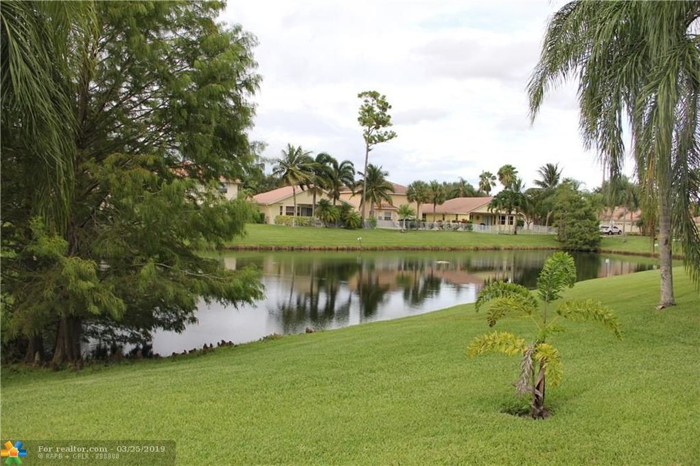 147 Hidden Hollow Dr, Palm Beach Gardens, FL 33418