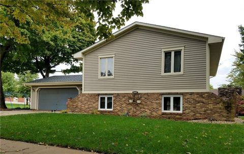 513 S 6th St, Knoxville, IA 50138