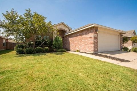 12741 Northern Pine Dr, Fort Worth, TX 76244