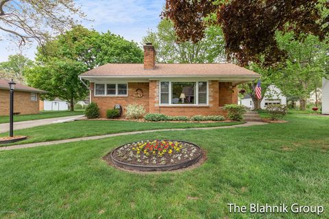 Photo of 425 Fairfield Ave Nw, Grand Rapids, MI 49504