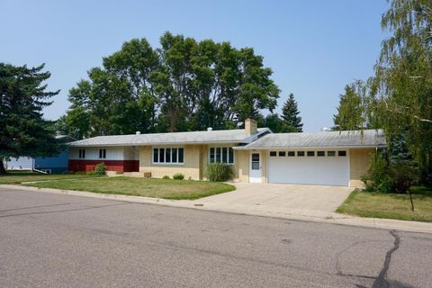 Photo of 701 Cherokee Ct, Cooperstown, ND 58425