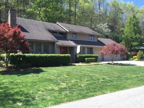 Photo of 182 Meadowview Ln, Pikeville, KY 41501